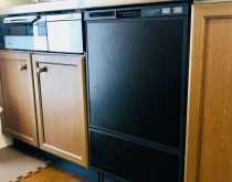 内部より水漏れがするビルトイン食洗機を取り替え