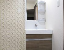 賃貸マンションのグレードUP工事で洗面台を交換しました。