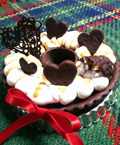 リース型のキャラメルチョコレートタルト