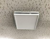 長年使用して運転音がうるさくなった天井埋込型換気扇を取替え