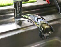 シャワーホース付きのシングルレバー混合水栓に取り替え