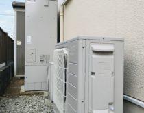 長年使用された給湯専用の丸型の電気温水器からエコキュートへ取り替えました
