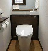 1階・2階お手洗いを全面リフォーム、アクセントクロスが効いたすてきな空間に!