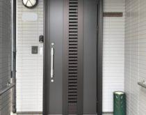 YKK玄関ドア交換、ドアリモで安全に家の中に通風と光を!