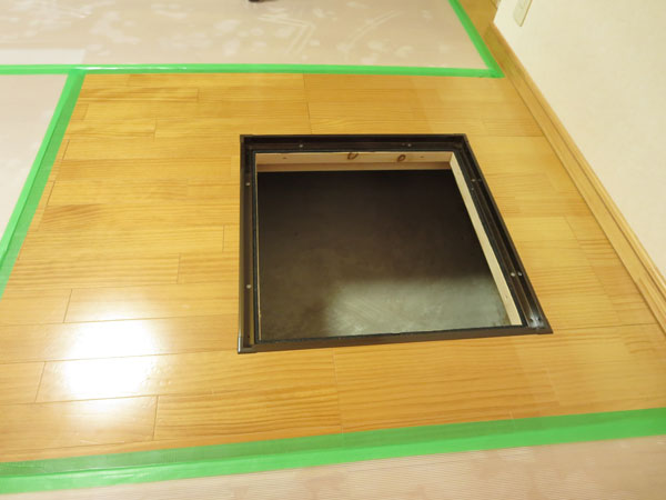 床下収納庫の入口