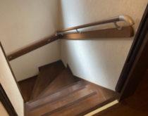 階段手すりを新たに設置、トイレ交換も同時に施工しました