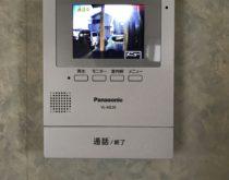 テレビドアホンの交換、2階モニターでも来訪者確認できます。
