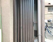 玄関ドア交換、一日で完了します🚪欄間を無くして開放的な大きな玄関ドアへ