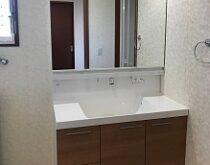 洗面化粧台(LIXIL L.C.シリーズ)とトイレ(TOTO ZJ1シリーズ)に一新され、快適な生活へ